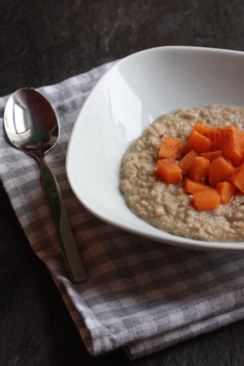 Butternut-Porridge mit feiner Zimtnote