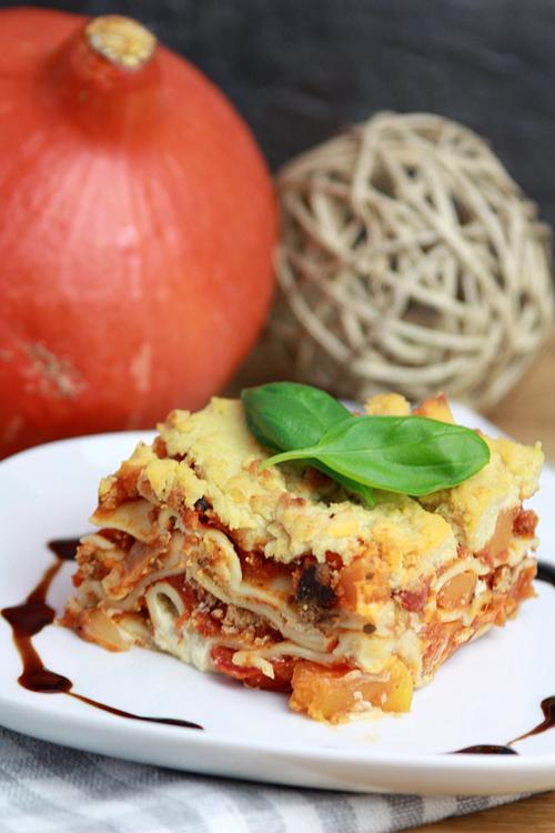 Vegane Kürbis-Tofu-Lasagne mit Mandel-Béchamelsauce